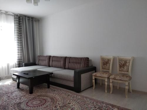 Апартаменты люкс в спальном зеленом районе, Bishkek