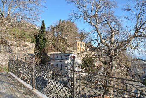Ta Dokana - PinakΓ΅tai Greece