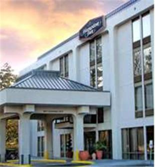 Photo of Hampton Inn Chesapeake-Portsmouth Hotel Bed and Breakfast Accommodation in Portsmouth Virginia
