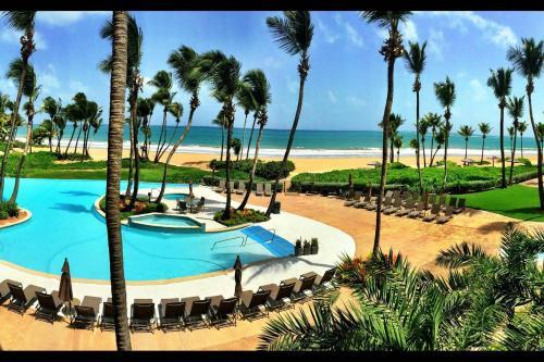 Lovely Beach Front Luxury Villa, Carmelita