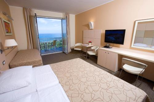 Habitación Doble con paquete de Año Nuevo (Special Offer - Double Room with Balcony and New Year's Package)