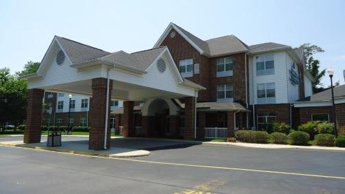 With a stay at Country Inn & Suites by Radisson, Williamsburg East (Busch Gardens), Great Rates in Seconds· Savings up to 50% off· Real Guest Reviews· Free 24/7 SupportAmenities: Wifi, Easy Check-In, Hour Front Desk, Express Check-Out.