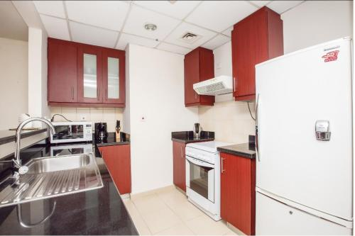 Express Holiday Homes - Studio Apartment Jumeirah Beach Residence, Дубай