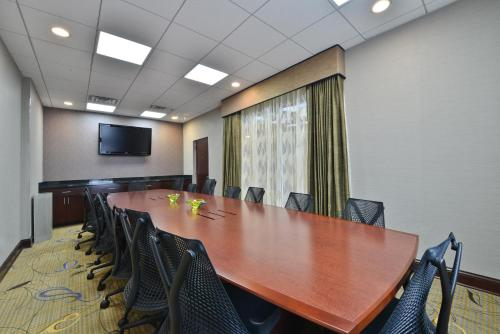 elk grove village chat rooms Welcome home to cypress place apartments in elk grove village, il one and two bedroom apartments for rent are ideally situated in a quiet residential neighb.