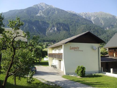 Lauras Ferienwohnung - Apartment mit 2 Schlafzimmern mit Balkon