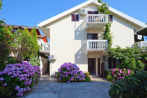 Отель Apartments Ratković 3 звезды Черногория