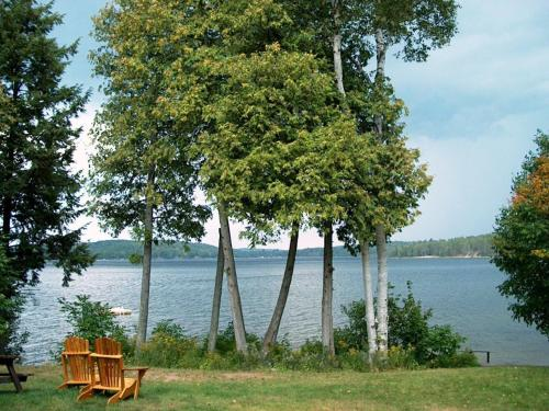 12 Mile Lake Bed And Breakfast