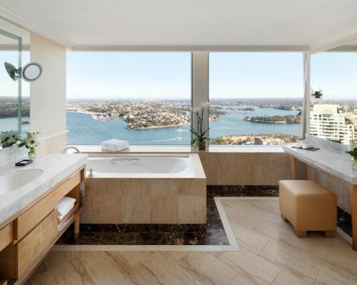 Horizon Sydney Harbor Suite with Club Lounge Access