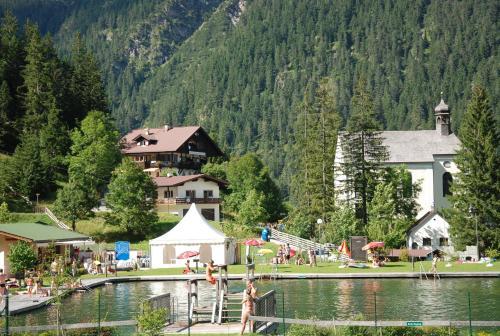Ferienwohnung Pension Tirol - Apartment mit 2 Schlafzimmern mit Balkon