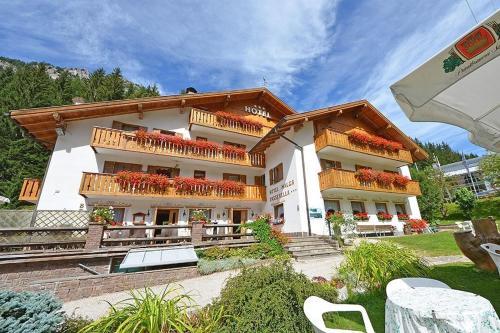 Hotel Malga Passerella front view
