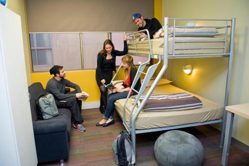 greenhouse backpackers 4. Black Bedroom Furniture Sets. Home Design Ideas