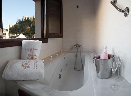 Double or Twin Room with Alhambra Views Palacio de Santa Inés 15