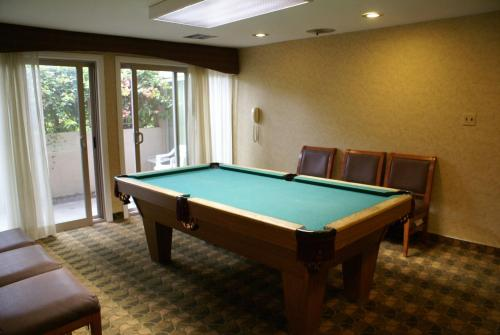 Best Western Crystal Palace Inn Suites