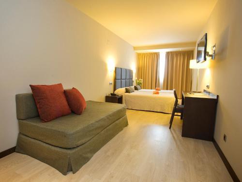 Habitación Triple - No reembolsable Hotel Torre de Núñez 5