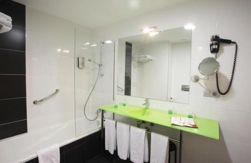 Triple Room ATH Enara Boutique Hotel 4