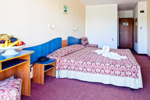 Double or Twin Room (2 Adults) - Breakfast included