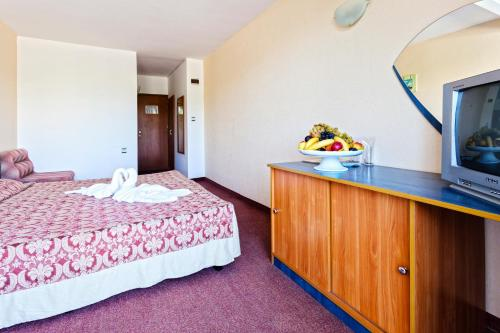 Double or Twin Room (2 Adults + 1 Child) - All Inclusive