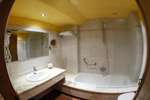 Habitación Doble con acceso al spa - 1 o 2 camas Hotel Spa San Marcos 1