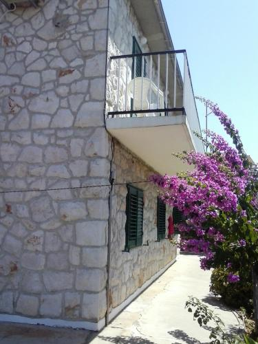 Apartments and Rooms Bato�