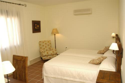 Double or Twin Room with Balcony and Sea View Hotel Sindhura 8