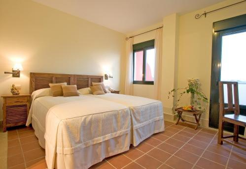 Double or Twin Room with Balcony and Sea View Hotel Sindhura 9