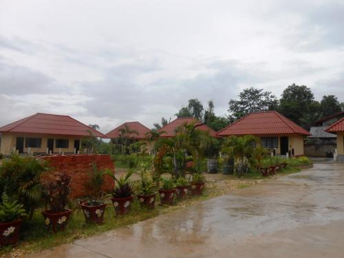 Phouphet Hotel, Ban Donnoun