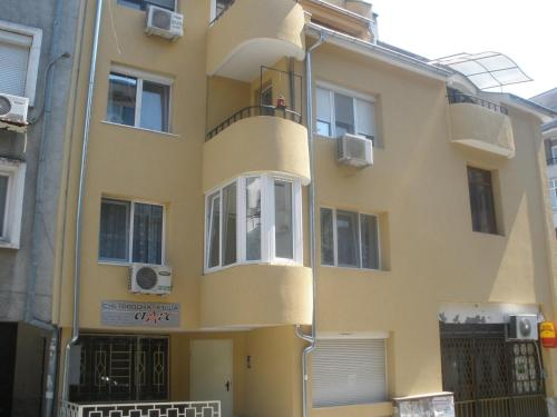Zoya Apartment