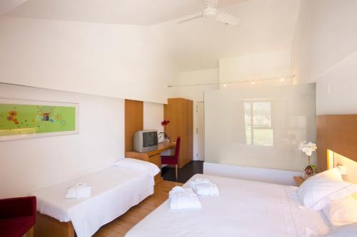 Double Room with Extra Bed (3 Adults) Tierra de Biescas 7