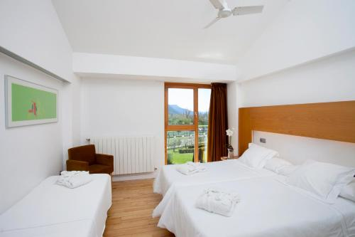 Double Room with Extra Bed (2 Adults + 1 Child) Tierra de Biescas 5