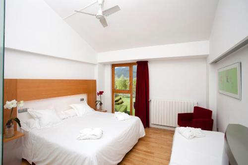 Habitación Doble con cama supletoria (3 adultos) Tierra de Biescas 8