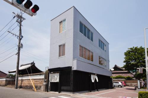 Hakata Gofukumachi Hostel Takataniya front view