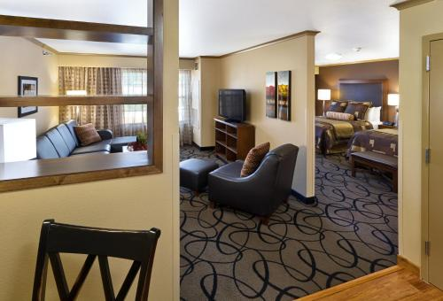 Clubhouse Hotel And Suites Pierre