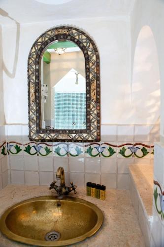 Suite Hotel Boutique Al- Ana Marbella 6