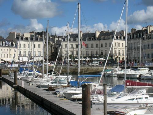 Kyriad vannes centre ville h tel 8 place de la liberation 56000 vannes a - Mairie de vannes adresse ...