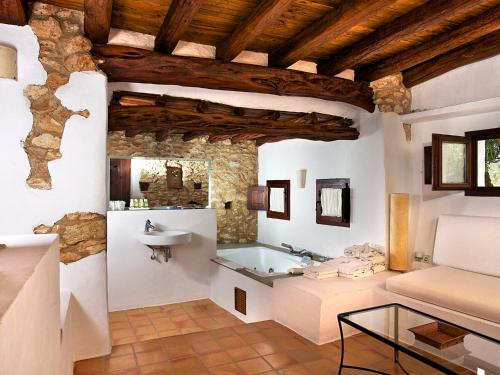 Superior Double Room Agroturismo Ca n'Escandell 2
