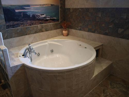 Dúplex Superior con bañera de hidromasaje Hotel Rural Posada El Solar 1