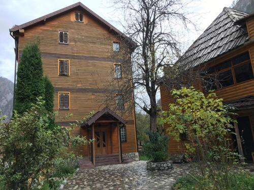 Rezidenca: Quku i Valbones