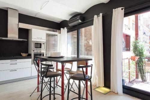 BarcelonaForRent Urban Central Suites