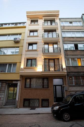 Tatavla Apartments