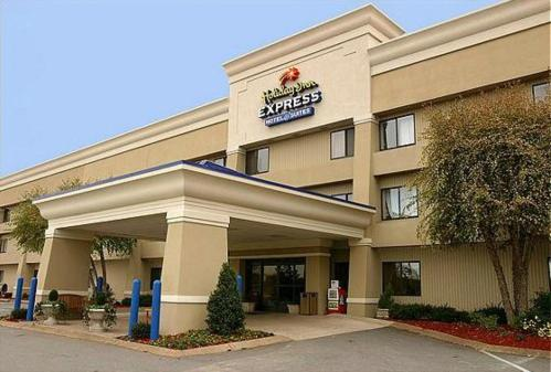 Photo of Holiday Inn Express Hotel & Suites Goodlettsville Hotel Bed and Breakfast Accommodation in Goodlettsville Tennessee