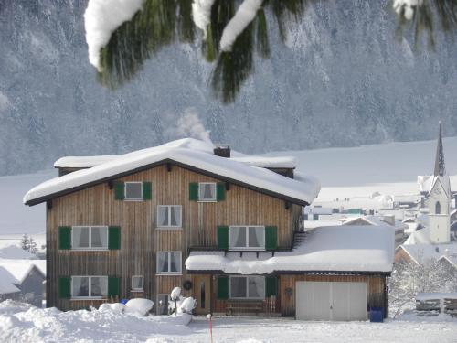 Ferienhaus Bergland - Familienzimmer mit Dachschräge