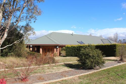 Gundaroo Manor Bed & Breakfast