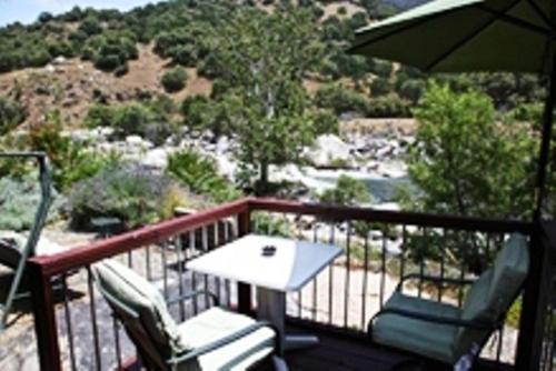 the gateway restaurant lodge three rivers ca united. Black Bedroom Furniture Sets. Home Design Ideas