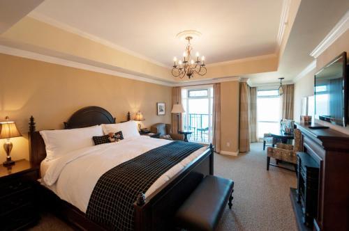 Oak Bay Beach Hotel - 32 of 41