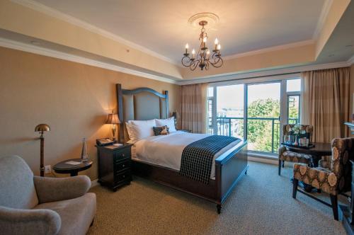 Oak Bay Beach Hotel - 18 of 41