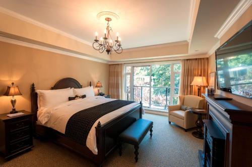 Oak Bay Beach Hotel - 33 of 41
