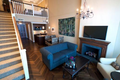 Oak Bay Beach Hotel - 21 of 41