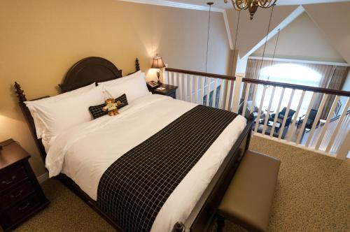 Oak Bay Beach Hotel - 7 of 41