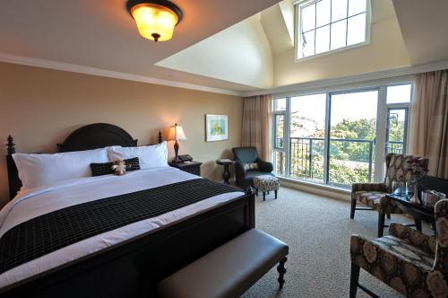 Oak Bay Beach Hotel - 36 of 41