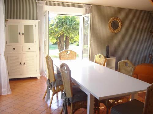Отель Villa Bord de Mer Kairon-Plage 3 звезды Франция